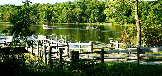 Chain O'Lakes State Park is about an hour's drive from Fort Wayne, Indiana